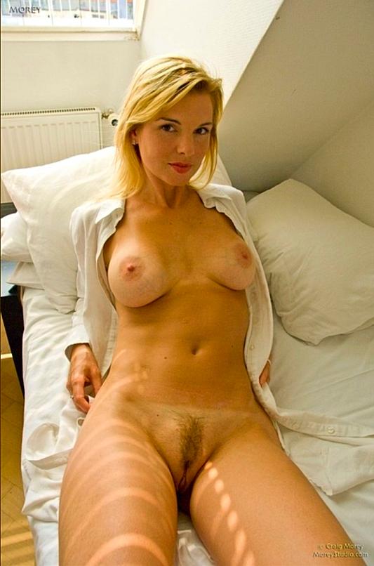 cul-sexy-de-cougar-mature-du-83-nue