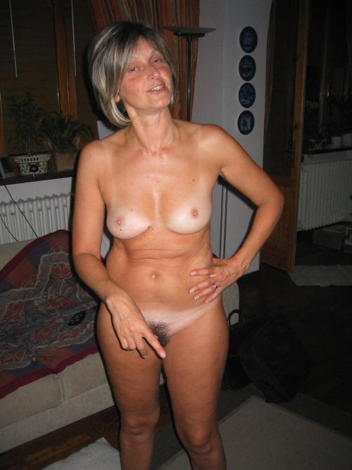 femme-cougar-nue-a-baiser-dans-le-31
