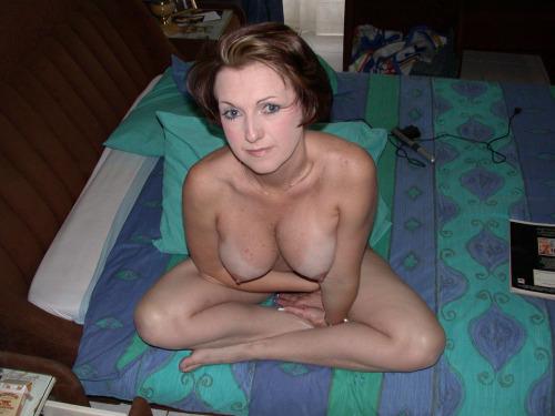 femme-cougar-nue-a-baiser-dans-le-35