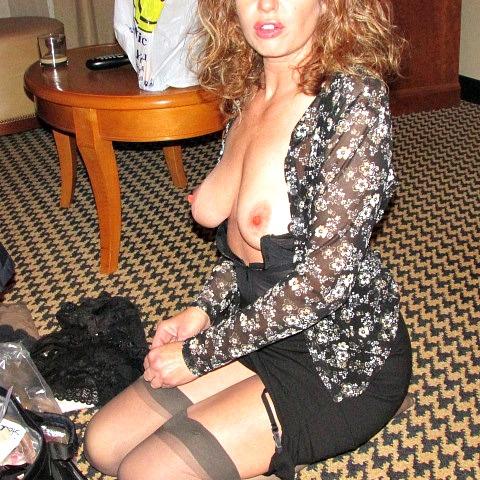 femme-cougar-nue-a-baiser-dans-le-51
