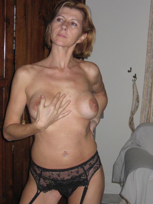 femme-cougar-nue-a-baiser-dans-le-63