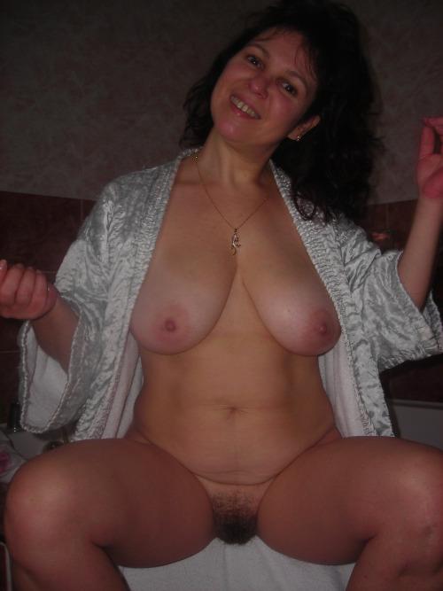 femme-cougar-nue-a-baiser-dans-le-70