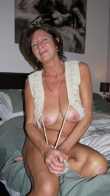 femme-cougar-nue-a-baiser-dans-le-85