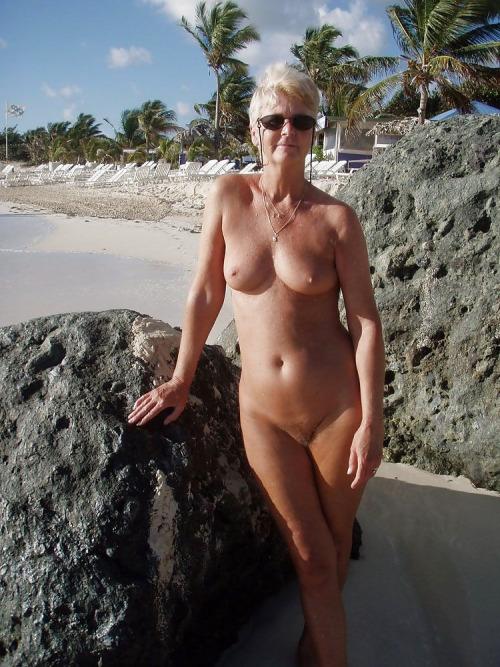 mere-au-fouyer-du-25-veut-decouvrir-le-sexe-anal